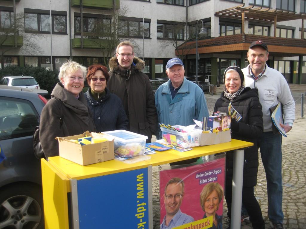 Wahlkampfstand Marktplatz 2016-1024x768 in Kommunal-Wahlkampf ging in die letzte Runde