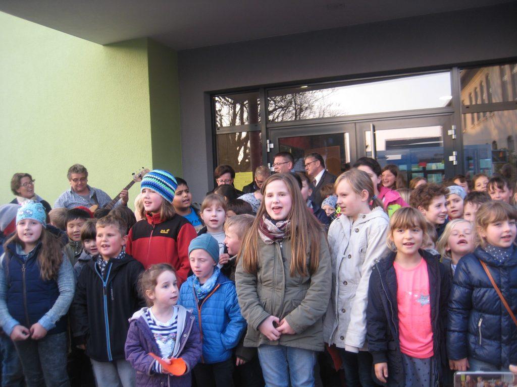 SchulGebEr2017 2-1024x768 in Vertreter des FDP-Ortsverbandes bei der Einweihung des Neubaus zur kooperativen Schulbetreuung dabei